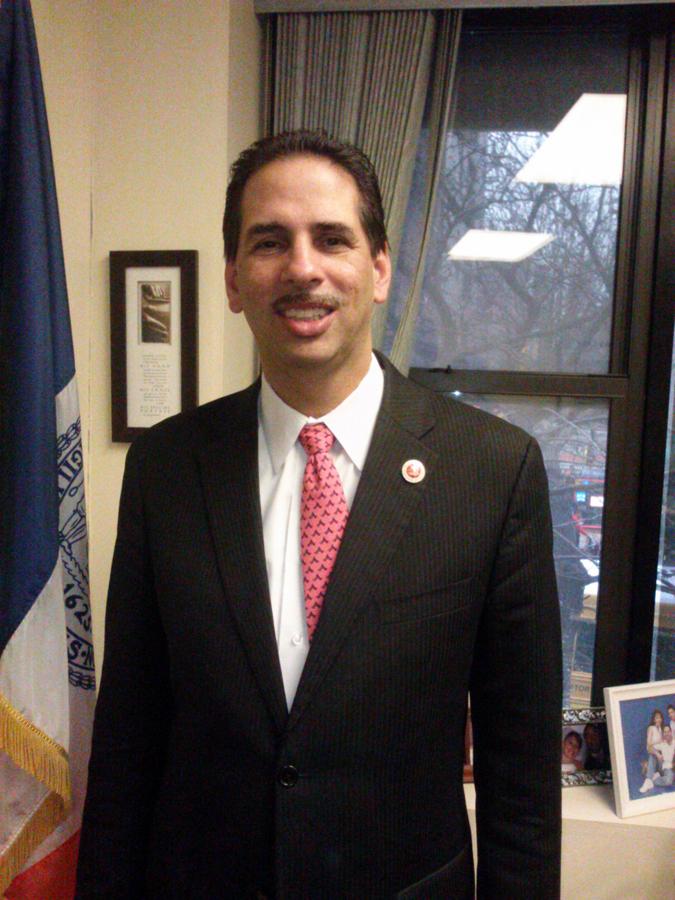 Concejal Cabrera apoya remoción de bustos de confederados en el Bronx Community College, NY.