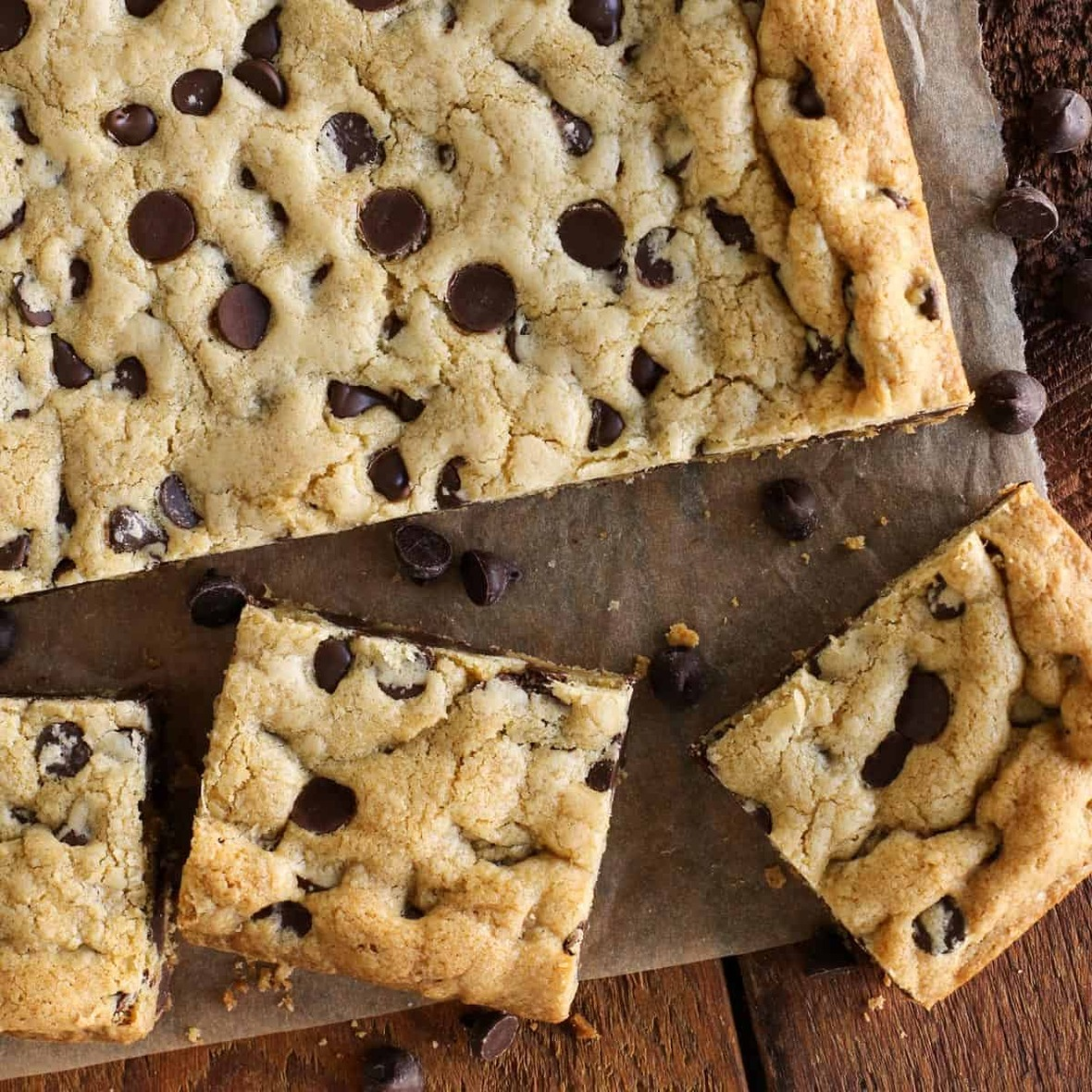 chewy-chocolate-chip-cookie-bars AFarmgirlsDabbles AFD-6 sq