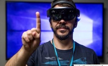 HoloLens-003