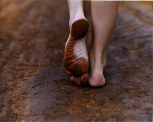 What Happens to Your Body When You Walk Barefoot, According to Science