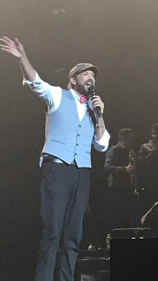 Juan Luis Guerra encanta y conecta con su música en New York