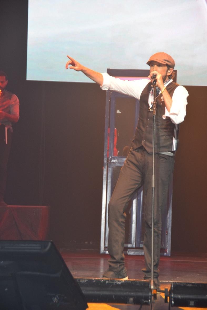 Lin- Manuel Miranda y el congresista Gutiérrez disfrutan de la música de Juan Luis