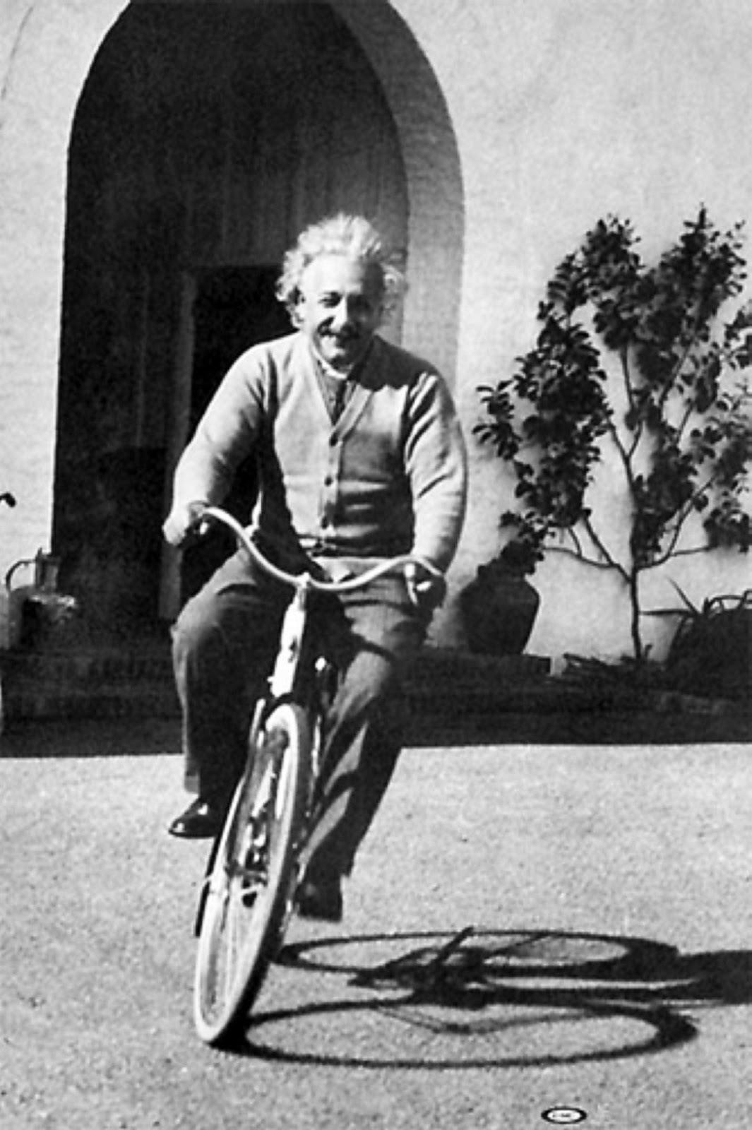 albert-einstein-riding-bicycle-1933