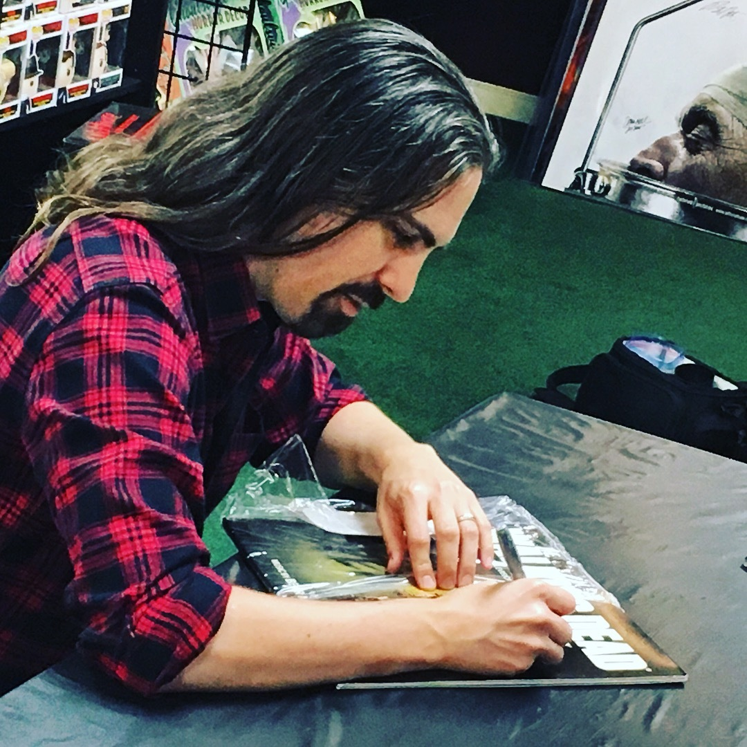 bear-mccreary-signing-twd