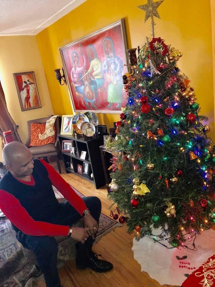 Desaparecen los Regalos de la Navidad de los Arbolitos Latinos en New York.