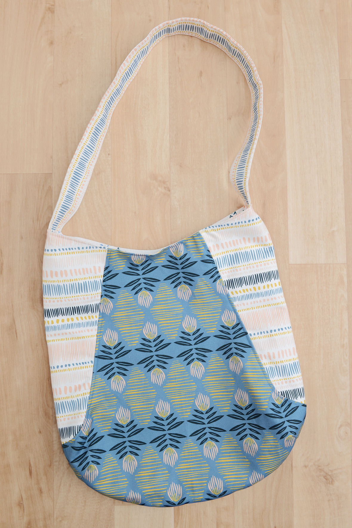 241 Tote in Canvas 3