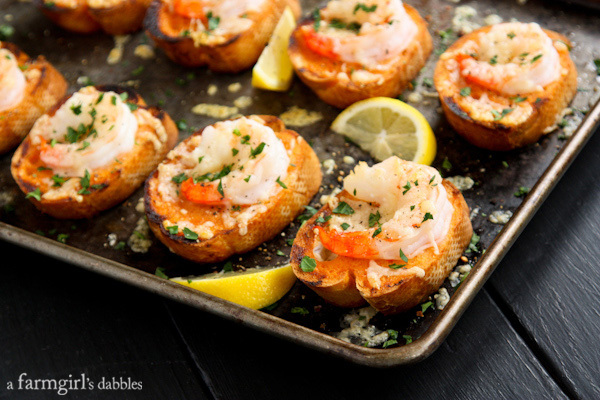 Sriracha-Garlic-Toasts-with-Shrimp AFarmgirlsDabbles AFD-5