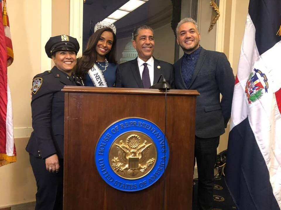 Con Guira y Tambora dominicanos encabezado por el Congresista Espaillat celebraron el mes de la Herencia en el congreso de los Estados Unidos.