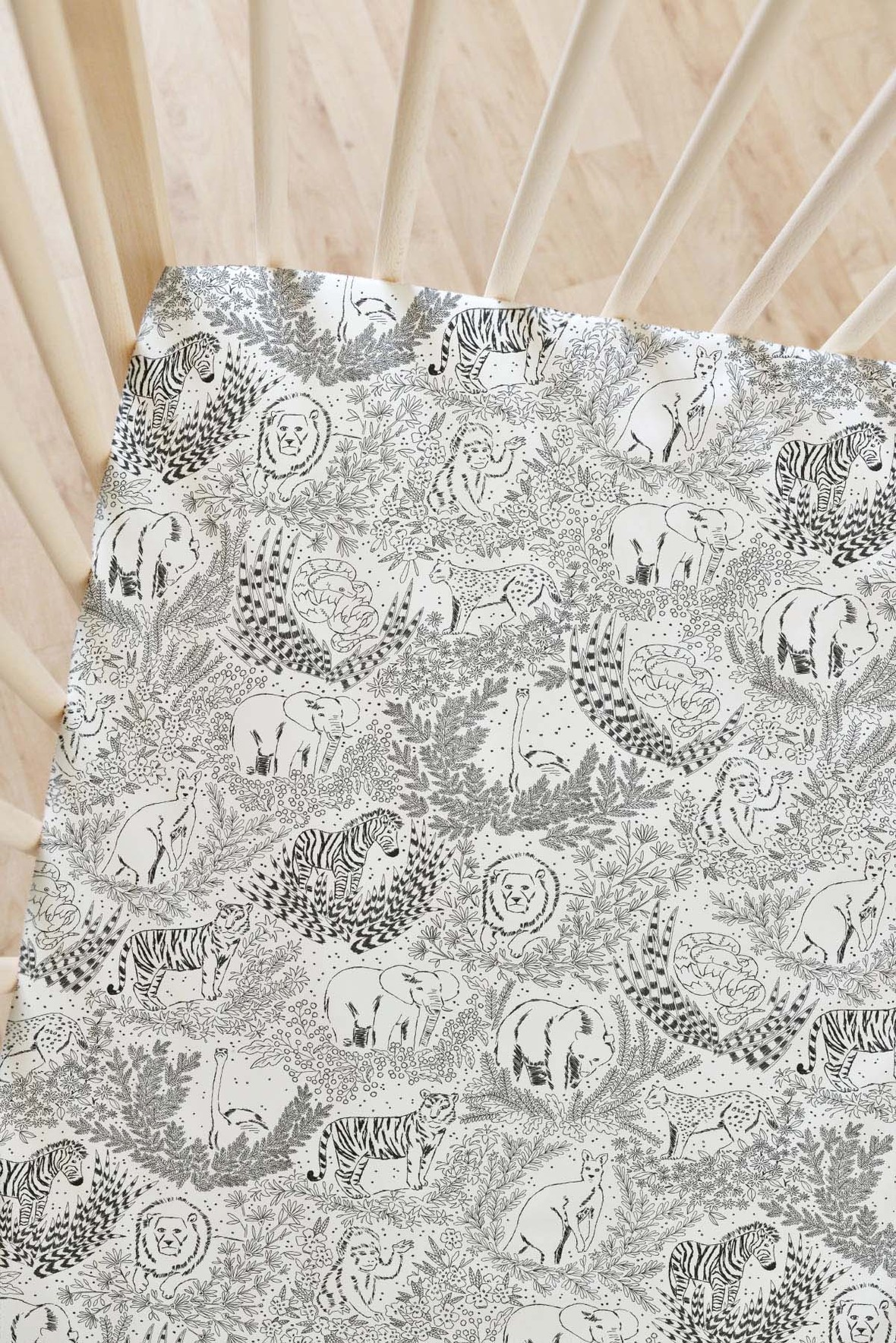 Zoo Garden Fabric Crib Sheet in onyx