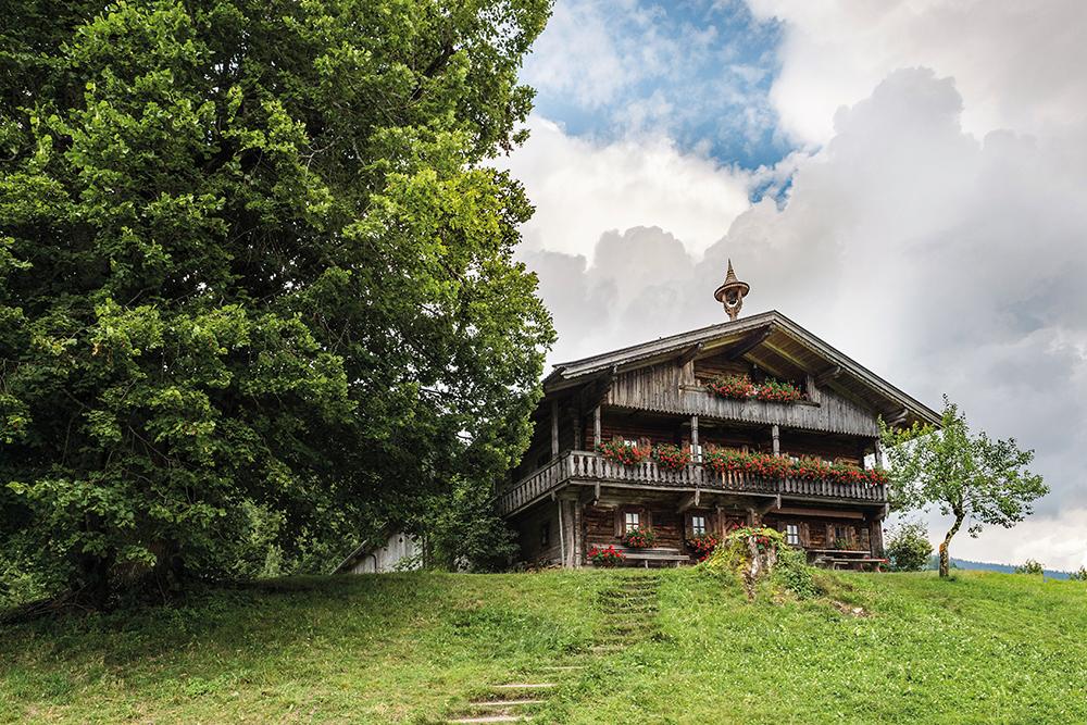 bergdoktorwohnhaus-koepfing-soell-3danielreiterpetervonfelbert small