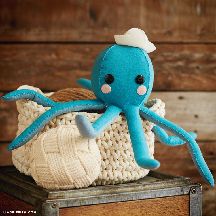 lia Griffith- octopus- free sewing tutorial