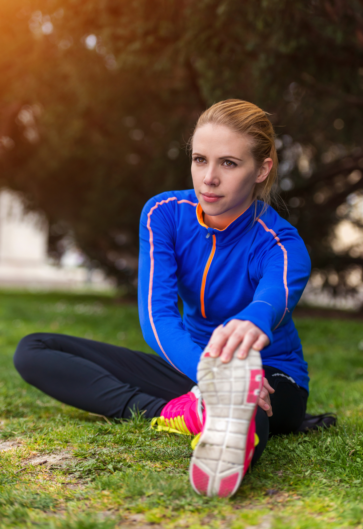 graphicstock-young-runner-stretching-before-the-city-race SAe5ufKTb-
