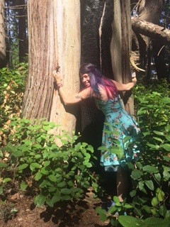lara hugging tree