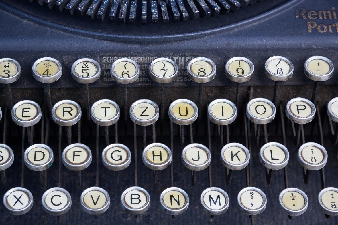 typewriter-464746 1920