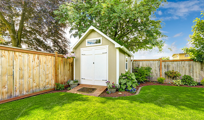 fenced-in-yard-with-shed Thinkstock 680x402