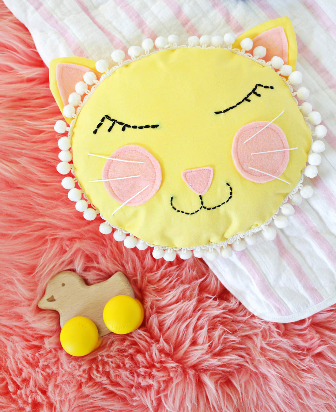 A beautiful mess- cat face pillow sewing tutorial