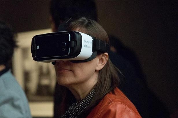 OculusHeadsetShotCrop