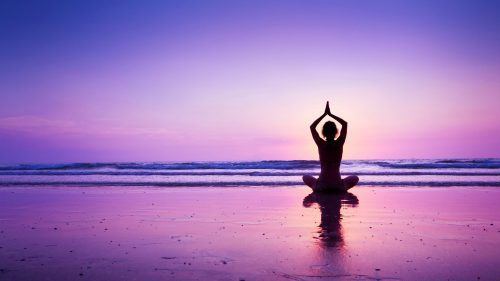 Yoga-Wallpaper-with-Girl-in-a-Purple-Sunset-at-Beach-500x281