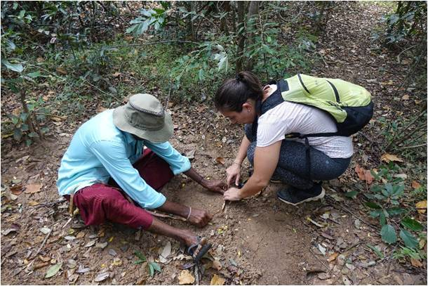 01. Filipa Mouga measuring elephant footprints