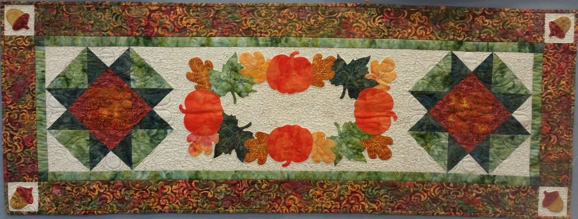bountiful gifts table runner