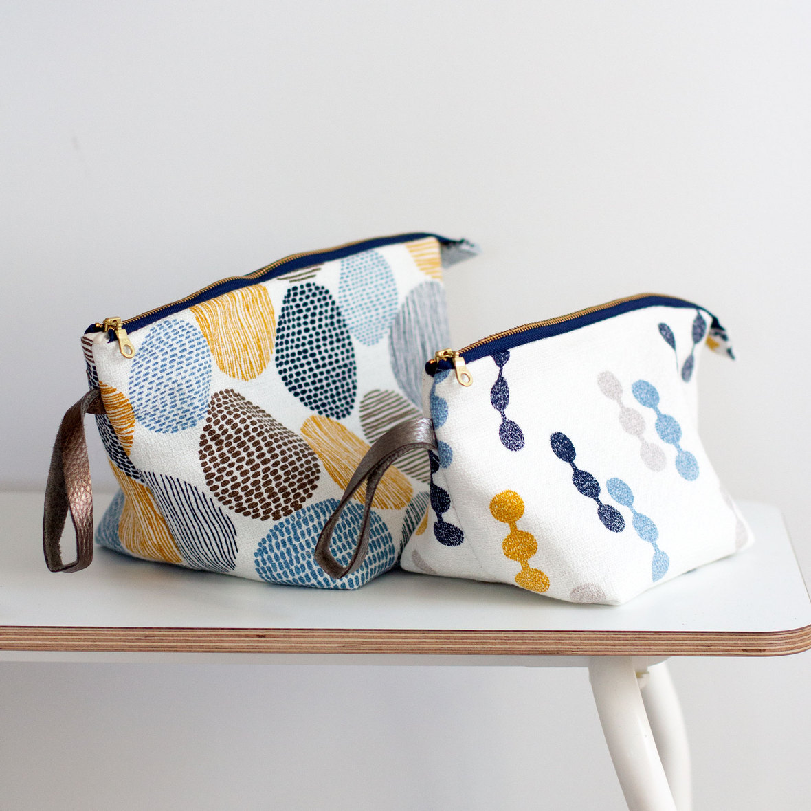 openwide zippered pouch- noodlehead- free tutorial on blog