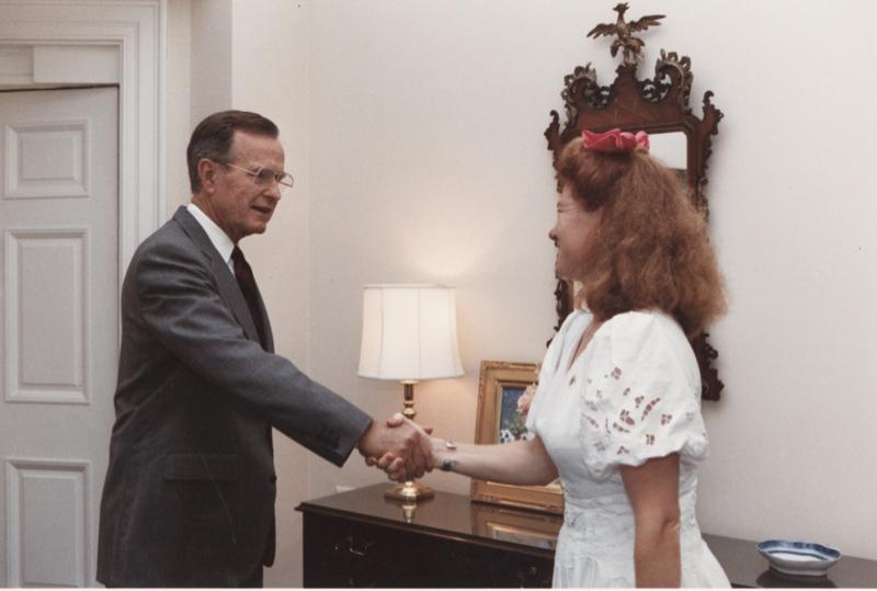 07 25 1991 Greeting President Bush P23868-10 CP