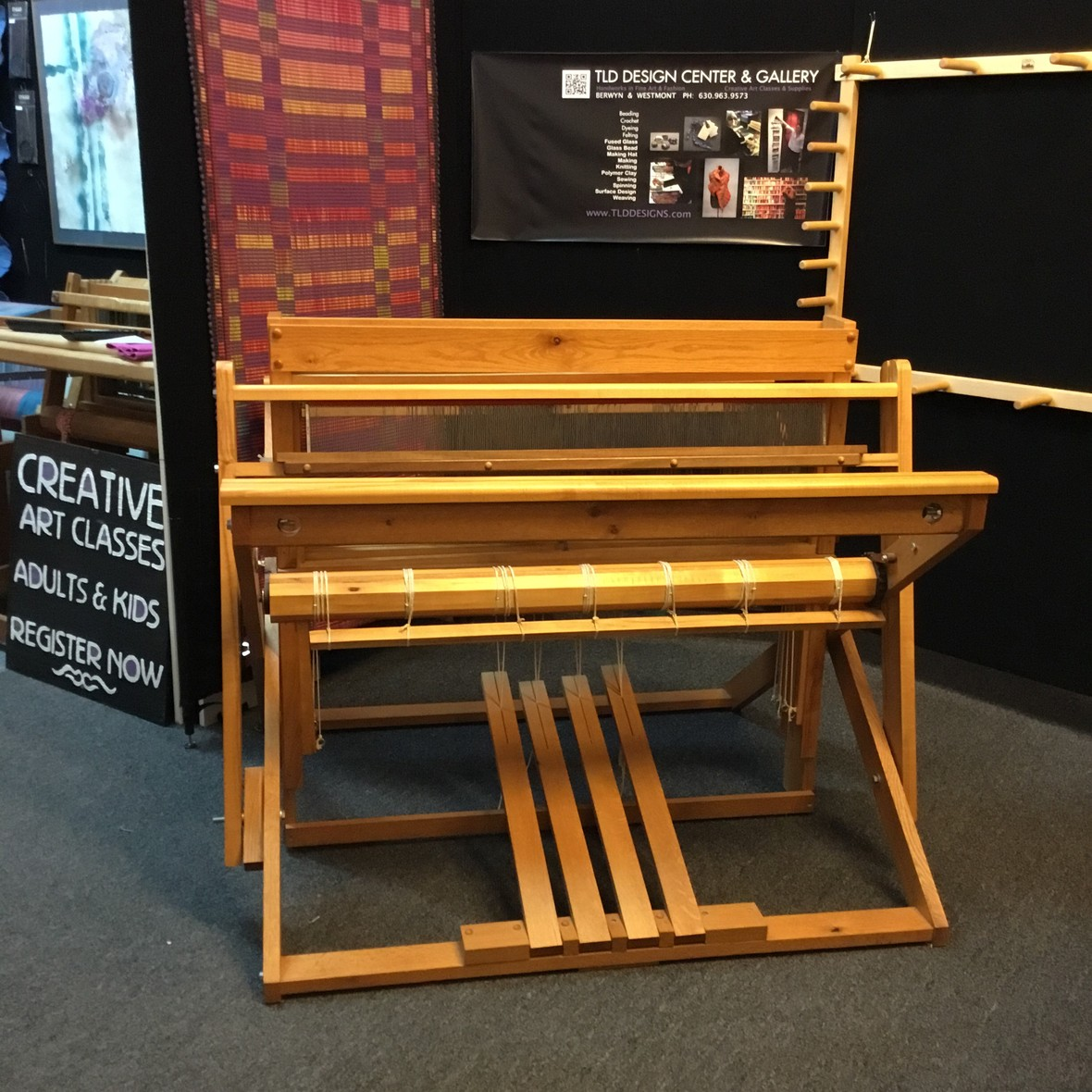 SEIVERS.TLD.USED.LOOM.CHICAGO.WEAVING.SCHOOL.LEARN.TO.WEAVE.ILLINOIS