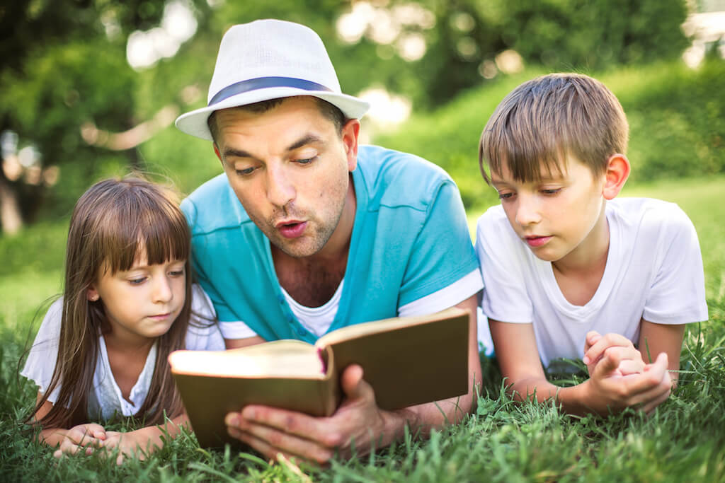 dad reading to young kids- kolinko tanya opt