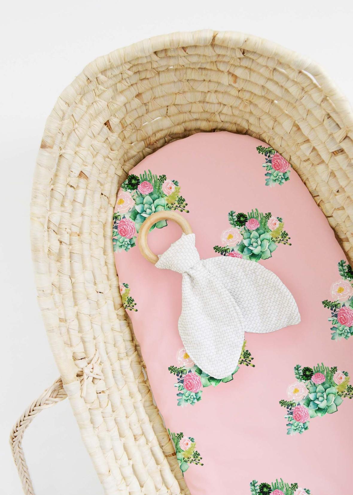 Bassinet succulent florals pink kiss